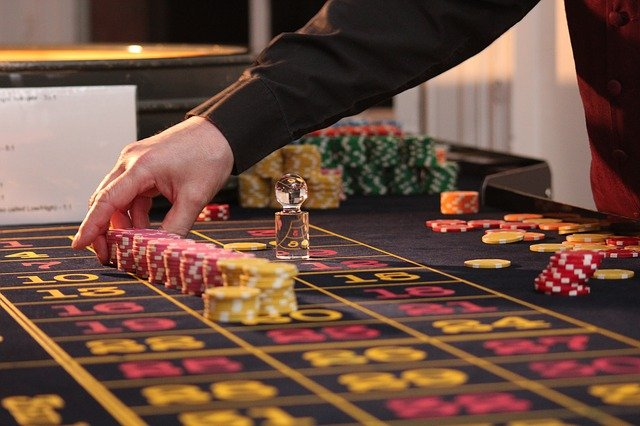 What Factors To Consider Before Choosing The Online Slots?